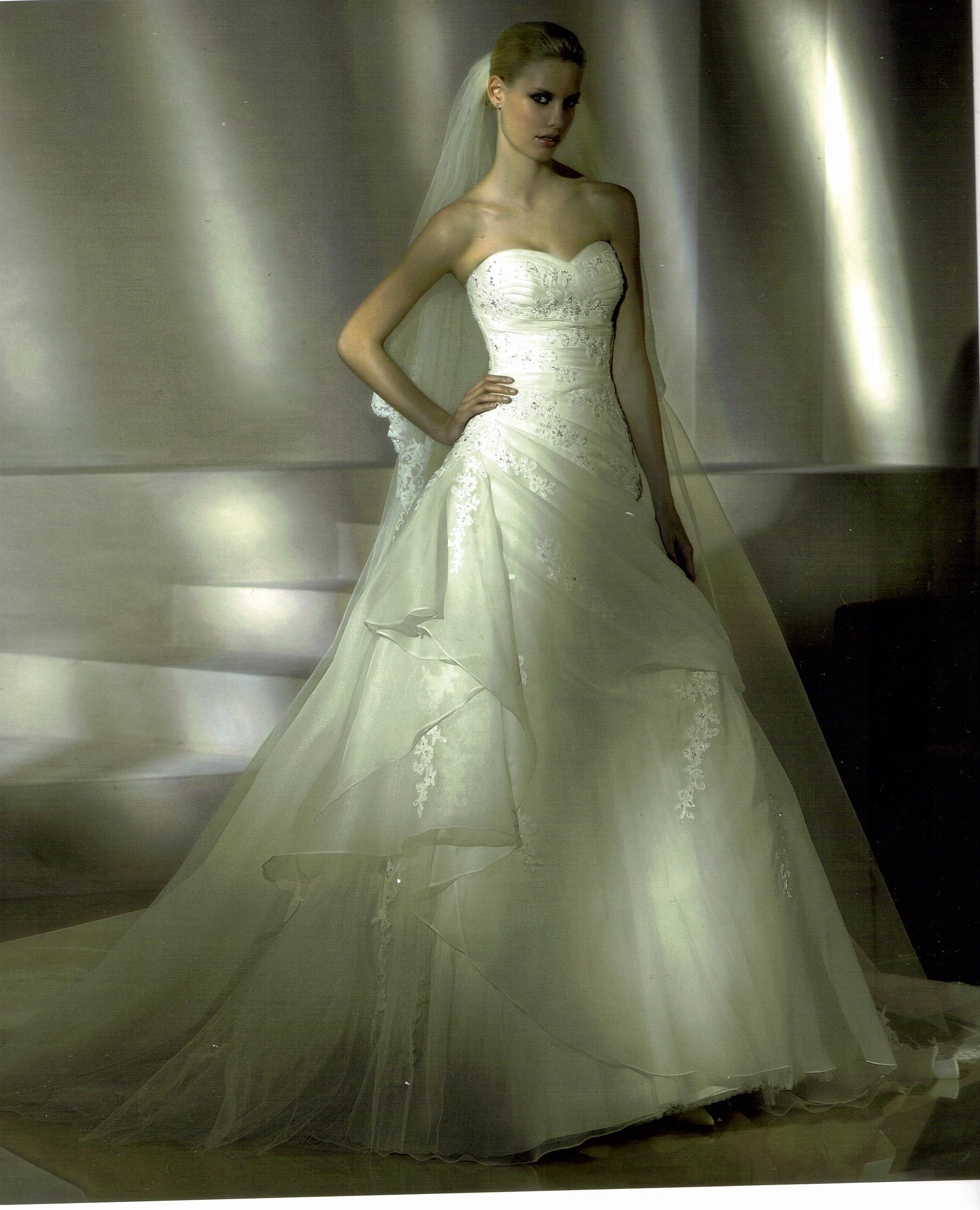 96ef2cb9a2 Menyasszonyi esküvői ruha kölcsönzés bérlés veszprém pápa zirc várpalota  fehérvár balatonfüred ajka tapolca evelin ruhaszalon