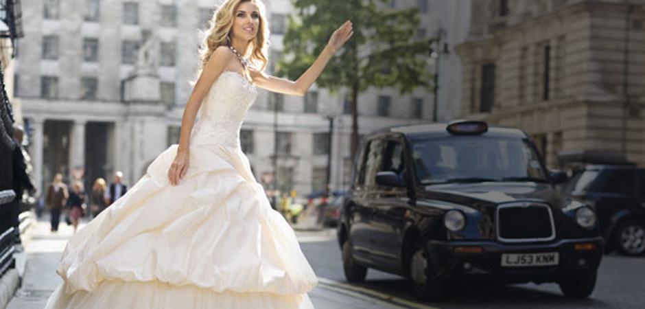 2105a46043 Evelin Esküvői és Alkalmi Ruhaszalon Menyasszonyi-Koszorúslány Alkalmi ruha  Öltöny Veszprém Ajka Pápa Várpalota Fehérvár Zirc