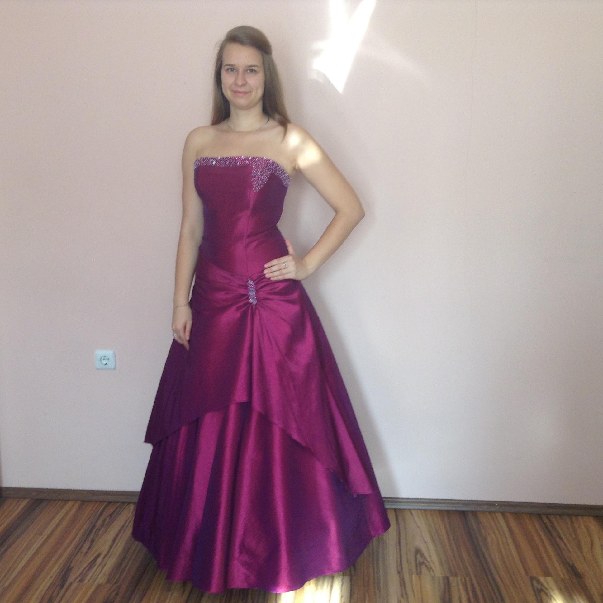 9357414611 Lila koszorúslány ruha (L-3) - Evelin Esküvői Ruhaszalon